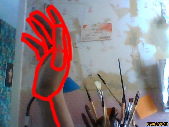 Main ensanglantée  Image211
