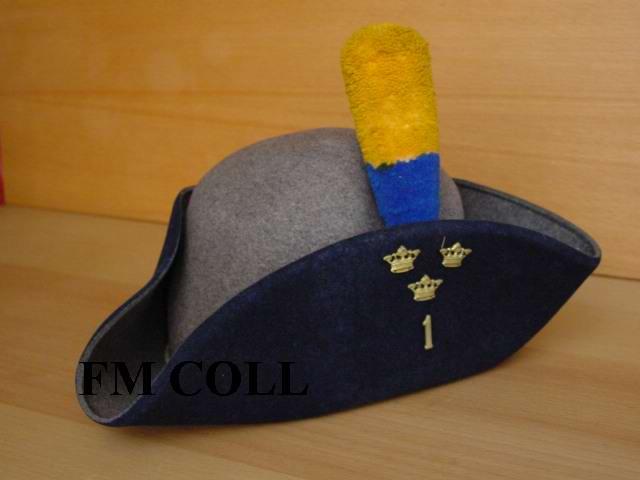 Tricorne d'infanterie modèle 1910 1er Régiment de la Garde Suèdoise  Swetri10