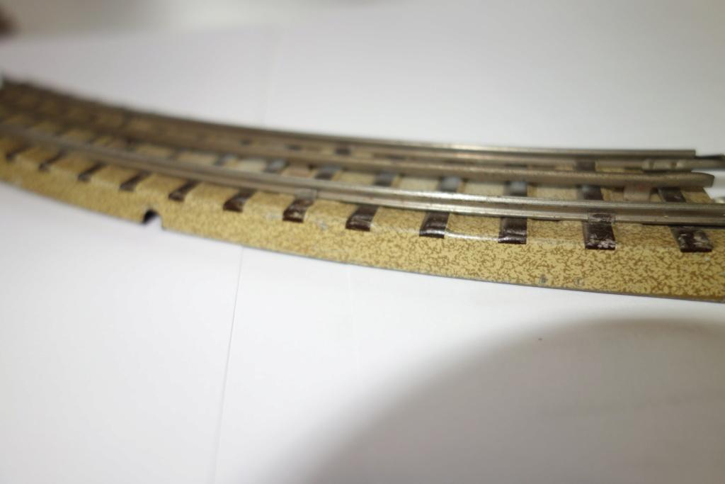 Voies Märklin anciennes et voie VB Trois rails Dsc01313