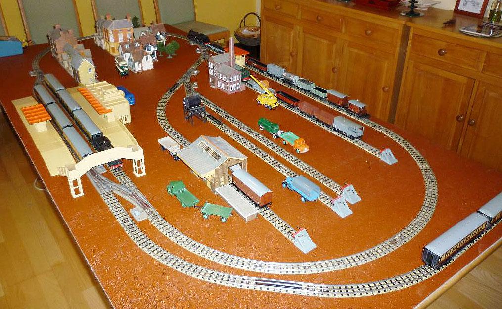 Voies Märklin anciennes et voie VB Trois rails - Page 3 Hdlayo10