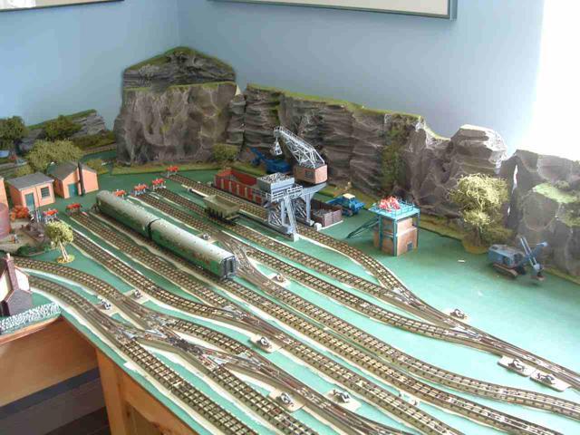 Voies Märklin anciennes et voie VB Trois rails - Page 3 Scarm-10