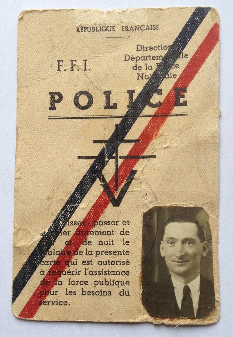 Quelques objets anciens de la police. Img_3011