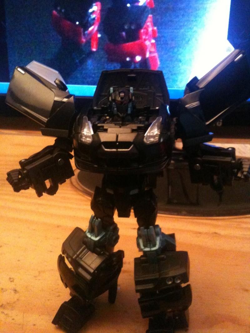 Votre voiture actuel ou de rêve!   Vos Photos de véhicules Transformers prisent dans la rue   Idées de Véhicules qui feraient de bon mode alternatif TF - Page 2 Img_0325