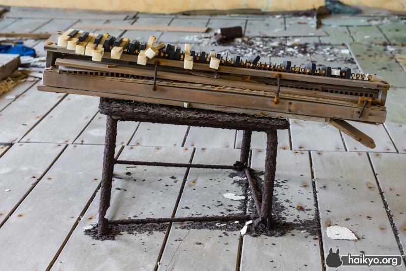 Reed organ ? Piano-10