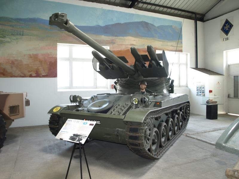 AMX 13 SS 11  Heller au 1/35 Saumur10
