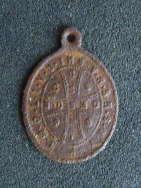 petite médaille St-Benoît  P1100413
