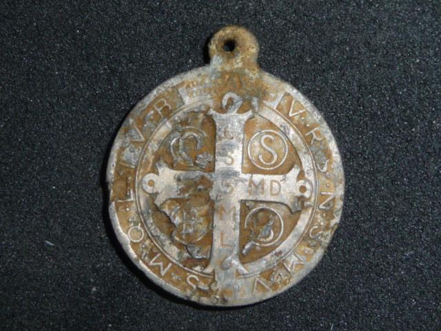 Médaille St-Benoît en alu - fin XIX / début XXème P1100711