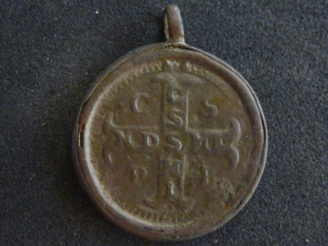 """Médaille St-Benoît et """"IHS""""  - XVIIIème P1100717"""