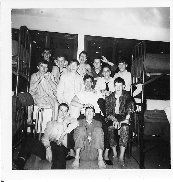 AU MOINS 3 FUTURS CTLEURS SUR CETTE PHOTO DE NIMES 1970-71 ? Nimes-13