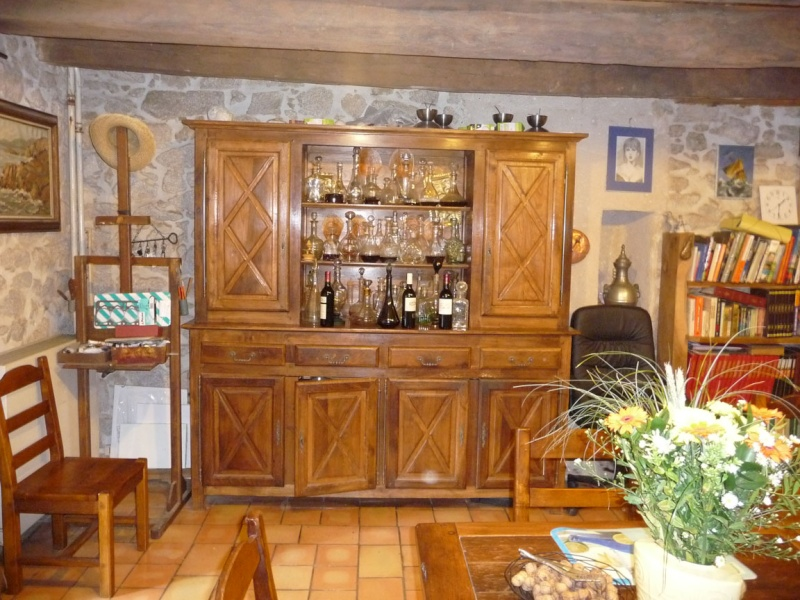 fabrication d'une table ronde - Page 3 Buffet10
