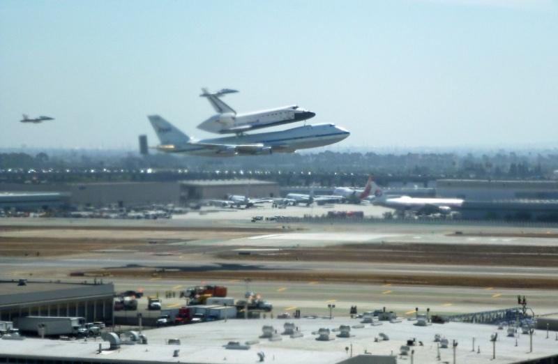 La navette spatiale Endeavour s'envole pour le California Science Center de Los Angeles 01a10