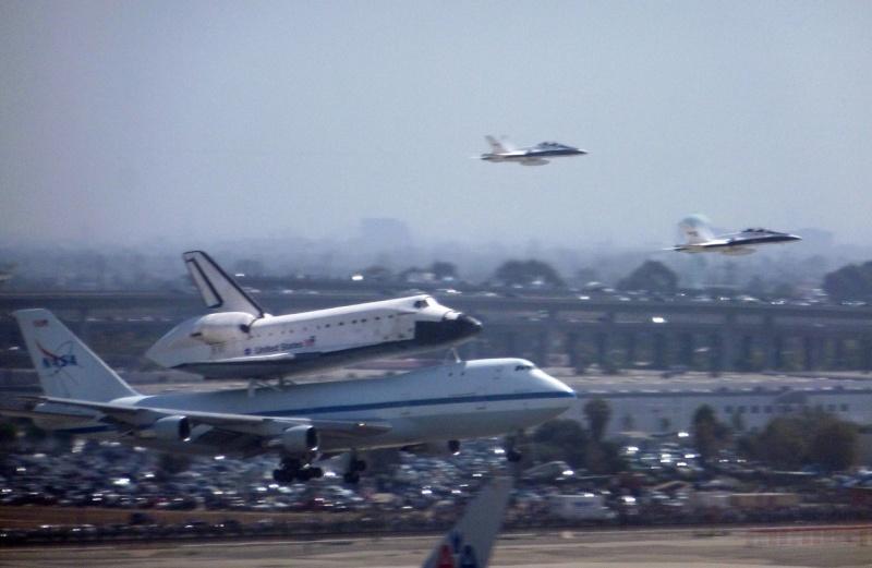 La navette spatiale Endeavour s'envole pour le California Science Center de Los Angeles 02a11
