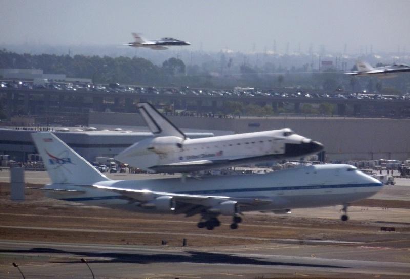 La navette spatiale Endeavour s'envole pour le California Science Center de Los Angeles 03a10