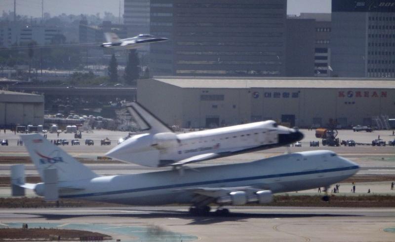 La navette spatiale Endeavour s'envole pour le California Science Center de Los Angeles 04a10