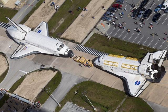 Les navettes spatiales Atlantis et Endeavour au musée 52334710