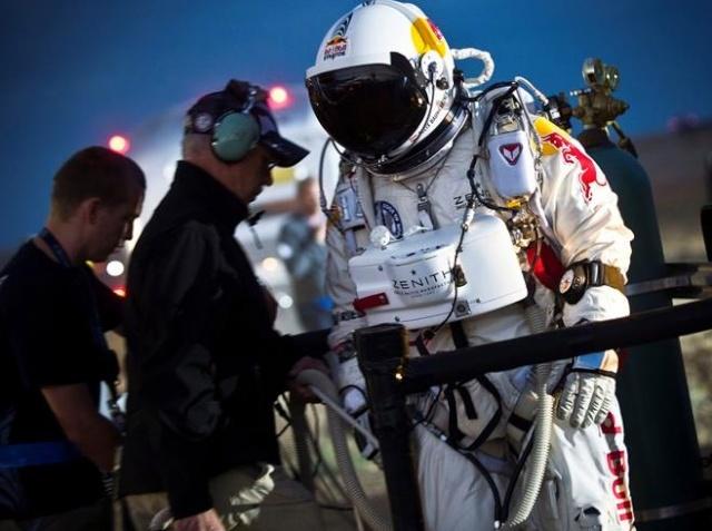 Red Bull Stratos - Felix Baumgartner dans les pas de Joe Kittinger 59889510