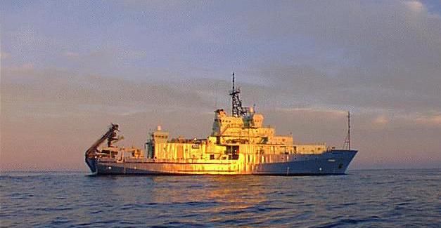 L'US Navy annonce qu'un bâtiment de recherche de la marine portera le nom de Neil Armstrong Agor2510