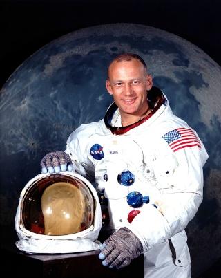 11 octobre 2012 - Buzz Aldrin au Festival Jules Verne à Paris (avec d'autres invités) Aldrin12