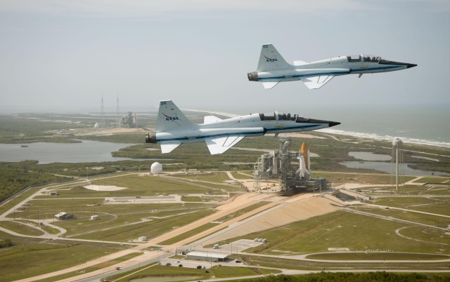 Les T-38N de la NASA exposés devant le Space Center de Houston Atlant10