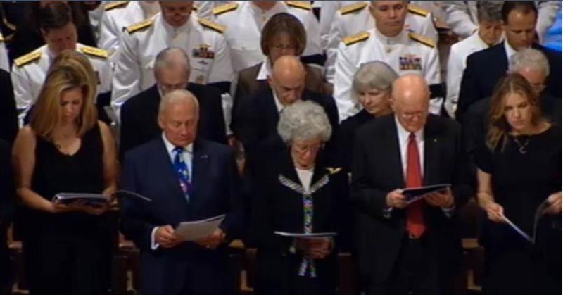 Cérémonie commémorative par la NASA - 13 septembre 2012 Captur16