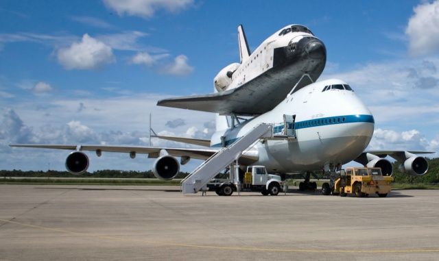 La navette spatiale Endeavour s'envole pour le California Science Center de Los Angeles Endeav10