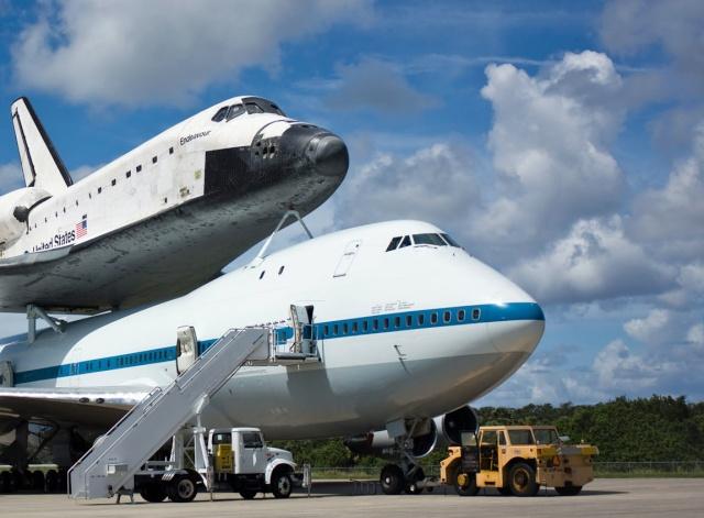 La navette spatiale Endeavour s'envole pour le California Science Center de Los Angeles Endeav11