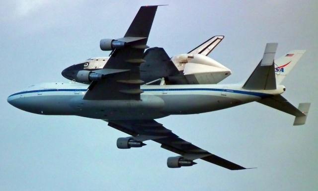 La navette spatiale Endeavour s'envole pour le California Science Center de Los Angeles Endeav15