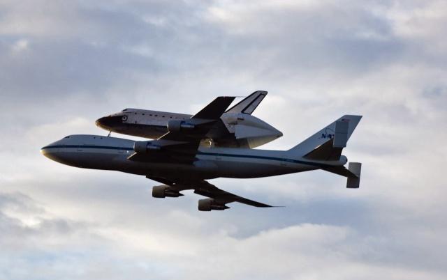 La navette spatiale Endeavour s'envole pour le California Science Center de Los Angeles Endeav16