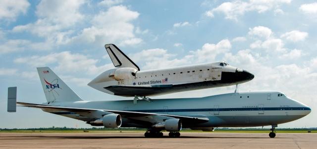 La navette spatiale Endeavour s'envole pour le California Science Center de Los Angeles Endeav18