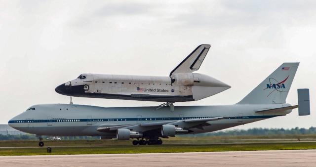 La navette spatiale Endeavour s'envole pour le California Science Center de Los Angeles Endeav19