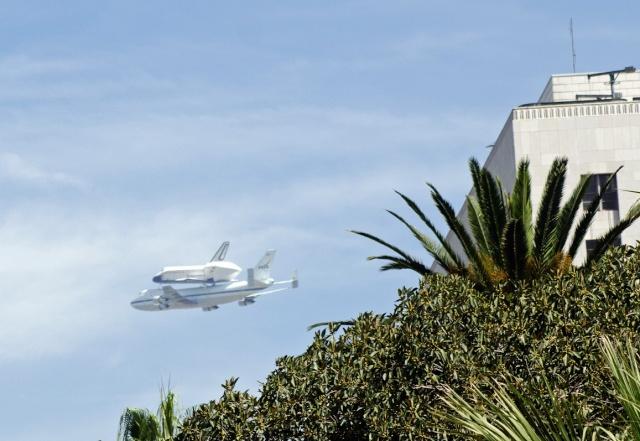 La navette spatiale Endeavour s'envole pour le California Science Center de Los Angeles Endeav24