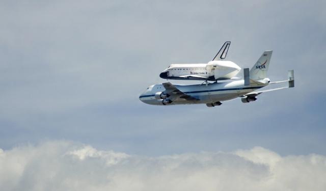 La navette spatiale Endeavour s'envole pour le California Science Center de Los Angeles Endeav25