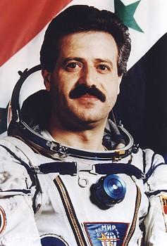 Le 1er cosmonaute syrien Mohammed Faris rejoint les rangs de l'opposition au régime actuel Faris_10