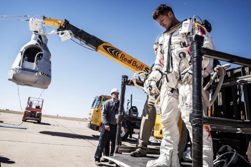 Red Bull Stratos - Felix Baumgartner dans les pas de Joe Kittinger Fdfdfd11