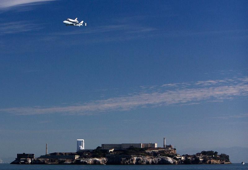 La navette spatiale Endeavour s'envole pour le California Science Center de Los Angeles Gfrt10