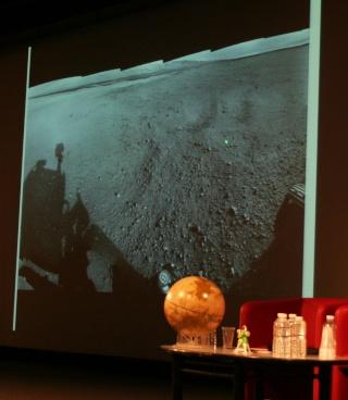 11 août 2012 - Premières Images de Curiosity - Cité des Sciences et de l'Industrie à Paris Img_9419