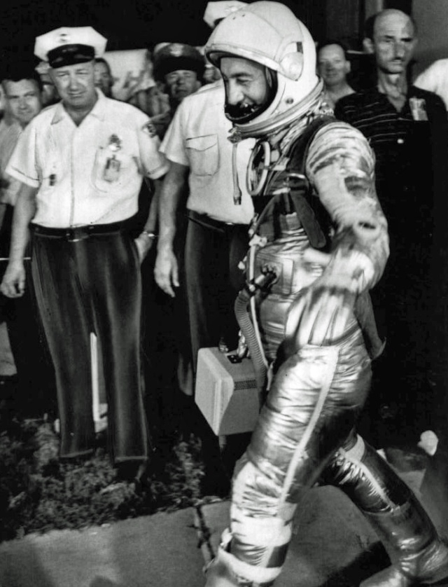 Liberty Bell 7 - La mission - Rares Documents, Photos, et autres ... Libert11