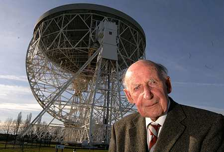 Disparition de Sir Bernard Lovell (1913-2012), un des pères de la radio-astronomie Sir-be10