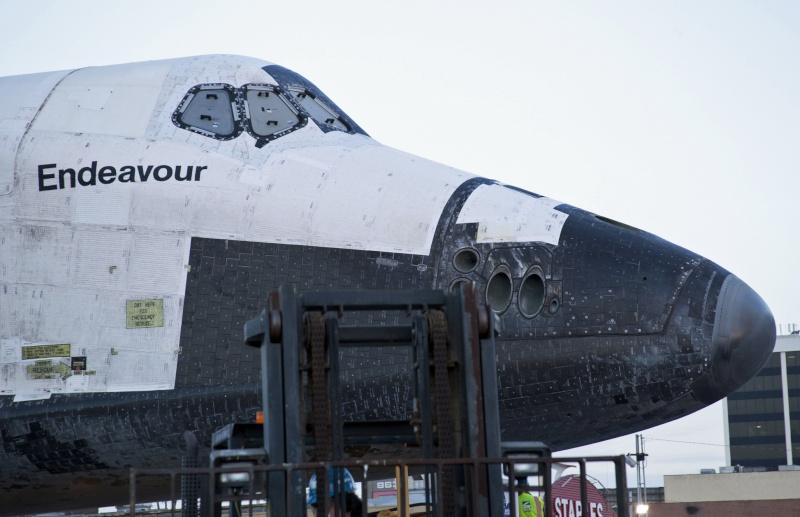 La navette spatiale Endeavour s'envole pour le California Science Center de Los Angeles Transf11