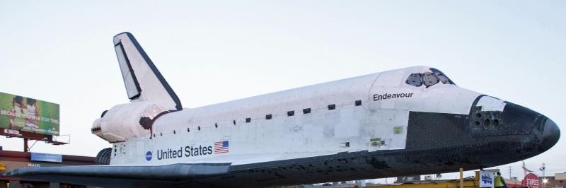 La navette spatiale Endeavour s'envole pour le California Science Center de Los Angeles Transf14