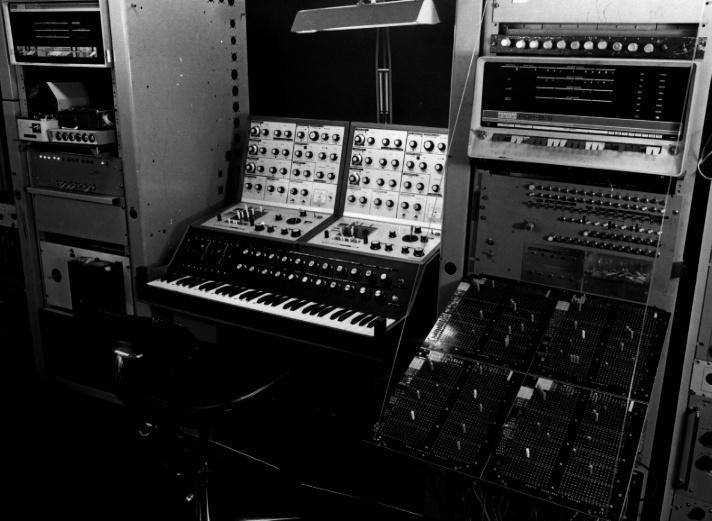 Electronic Music Studio Ltd (E.M.S)  Vcs410