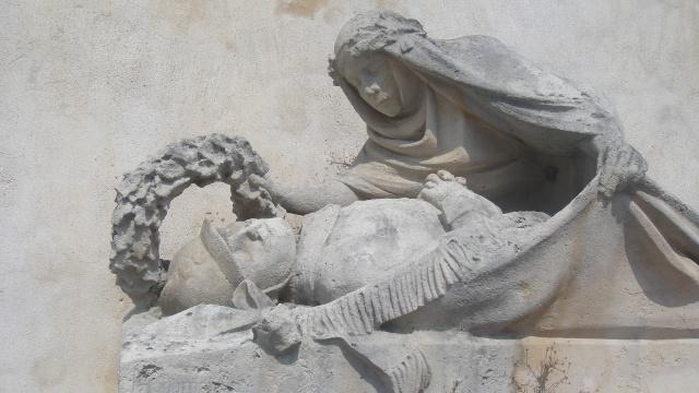 [Histoires et Histoire] Monuments aux morts originaux Français Tome 1 - Page 5 Dsc07311