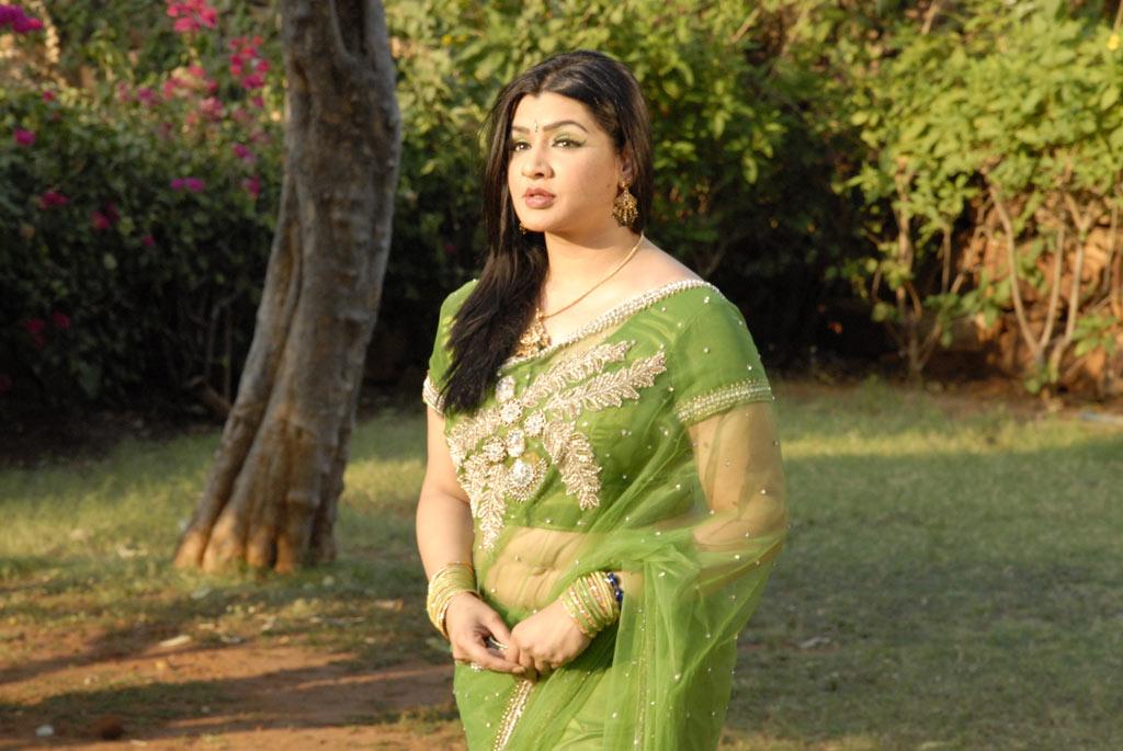 அழகிய வனமும் அற்புத சிறுவனும் Movie Stills Azhagi14