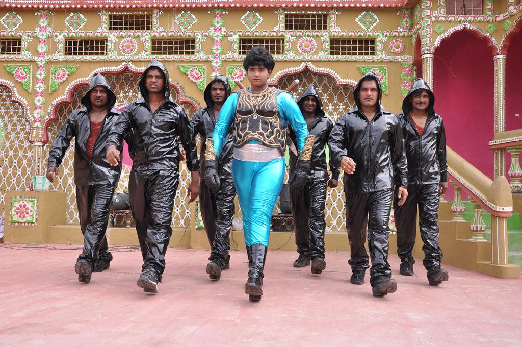அழகிய வனமும் அற்புத சிறுவனும் Movie Stills Azhagi17
