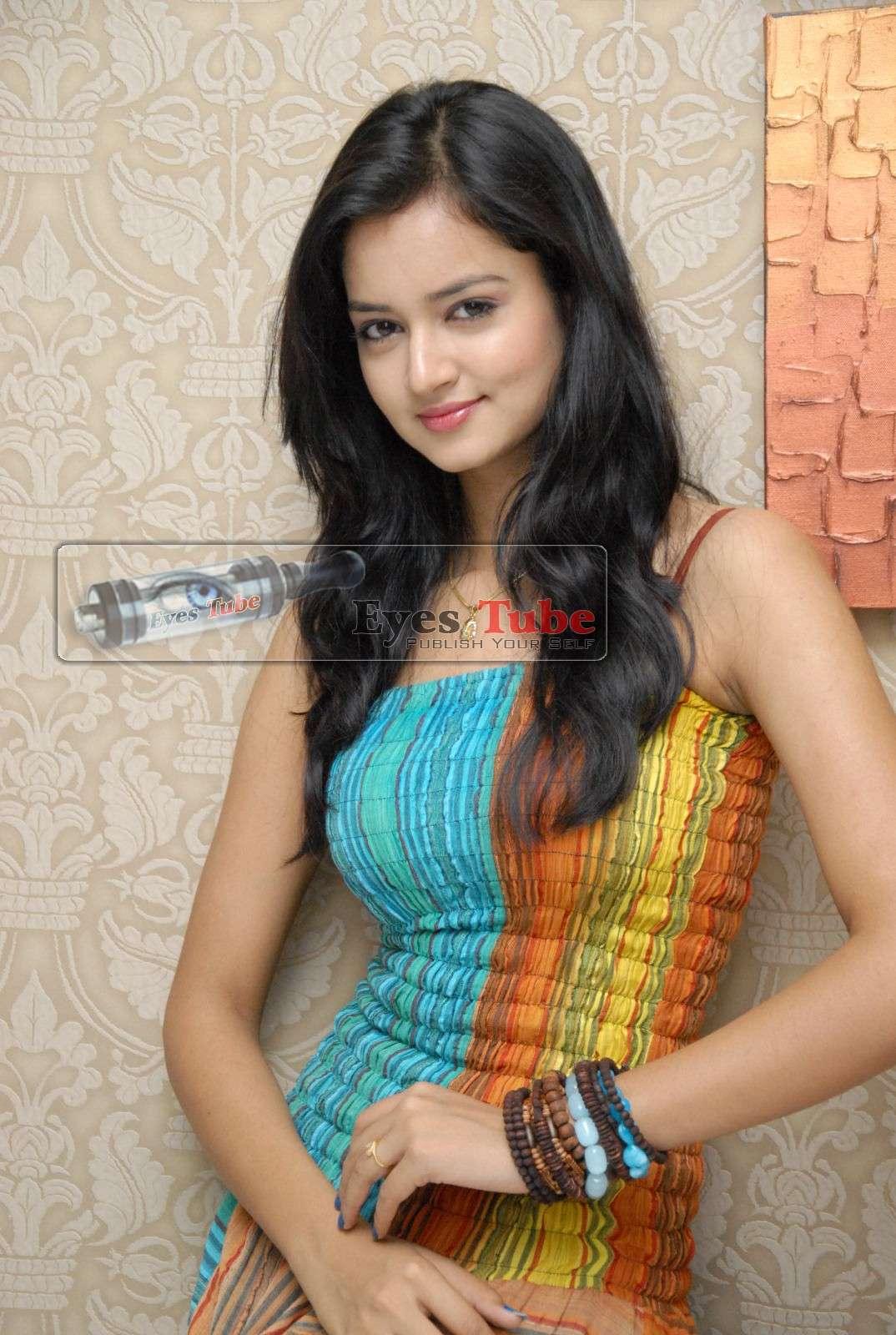 Shanvi Lovely Heroine Beautiful Photoshoot Shanvi20