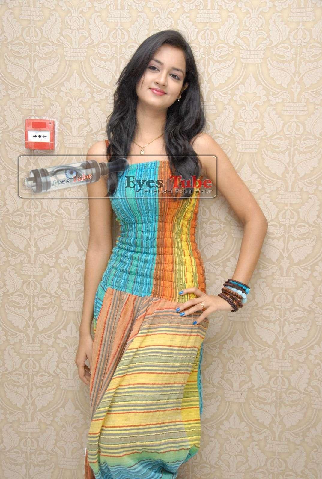 Shanvi Lovely Heroine Beautiful Photoshoot Shanvi28