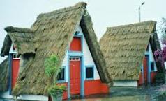 Des maisons Portugaises semblables o village d´Astérix. 111