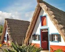 Des maisons Portugaises semblables o village d´Astérix. 211
