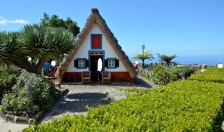 Des maisons Portugaises semblables o village d´Astérix. A1_214