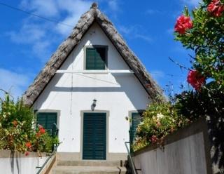 Des maisons Portugaises semblables o village d´Astérix. Cvxz_512